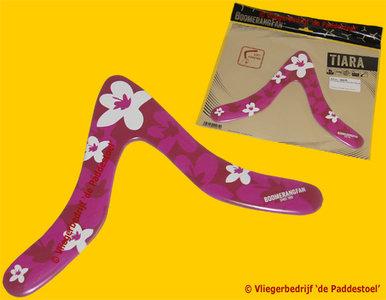 Boomerang Fan Tiara Boemerang (R-L)